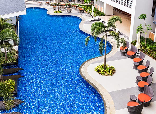 Lazy afternoons can be spent at the large outdoor pool with a bar and paved sunbathing lounges