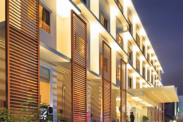 Travelers can enjoy a central location close to Eastwood City's shopping and dining establishments