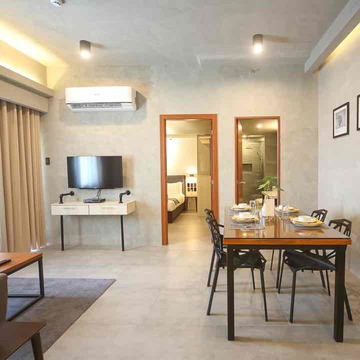 upper story serviced apartments 2 BR Deluxe Room